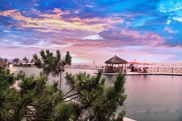 日照国家海滨森林公园:天空与大海拥有共同的蔚蓝